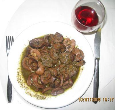 Nieren in Sherry und Rotwein mit gesüßtem Sodawasser